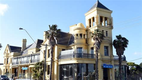 Historic Mentone Hotel (The Edgy) building to stay