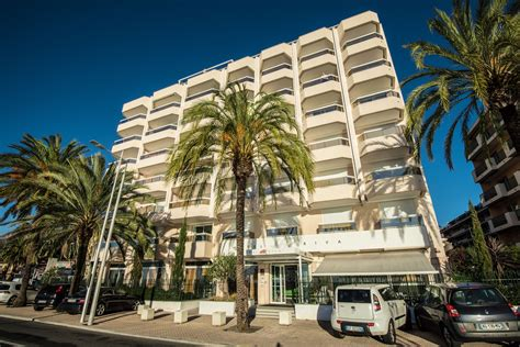 hotels with sea views Spa Hotel Riva Menton, French
